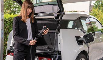 """BOSCH DOES AWAY WITH THE """"CHARGING BRICK"""""""